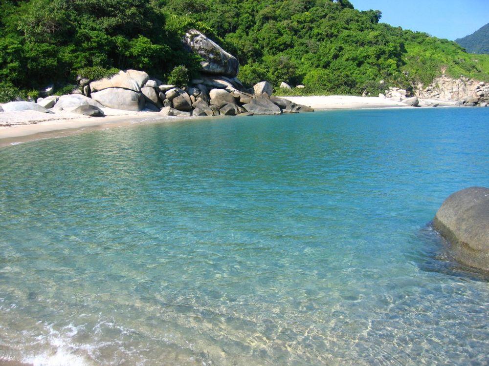As augas cristalinas das Illas Cíes son unha clara mostra do que podemos desfrutar nesta estación.