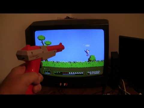 Utilizando Nintendo Zapper, unha das pistolas máis coñecidas.