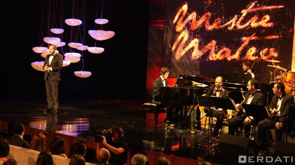 Roberto Vilar e mais a Gaos Big Band no inicio da gala