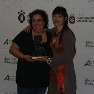 """Susana Veira e Erea Pérez premiadas á mellor maquillaxe e peiteado por """"Somos xente honrada""""."""
