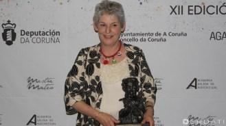 Marta Villar, premio á mellor dirección de arte, co seu colar cos amuletos de San Andres de Teixido.